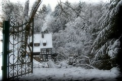 Weit draußen im verschneiten Wald... (chrissie.007) Tags: 20170106 deutschland badenwürttemberg welzheim remsmurrkreis klingenmühle schwäbischfränkischerwald mühle winter schnee landschaft wald chrissie