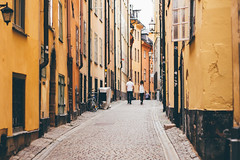 Strolling through Gamla Stan (freyavev) Tags: gamla gamlastan stan stockholm sweden schweden sverige island urban urbandetails orange warm cobblestone street streetphotography 50mm vsco niftyfifty mikasniftyfifty canon canon700d