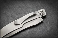 1C5A5379 (bakelite1) Tags: couteaux d2 discret alain descy cran forcé métal clip parmentier