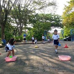 kegiatan-olahraga-memindah-bola-lari-silang (10)