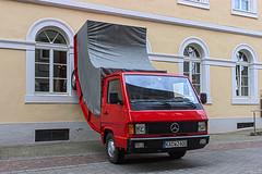Der Truck an der Wand (4) (Heiko S.) Tags: truck mercedes kunst karlsruhe marktplatz zkm lkw erwinwurm ka300