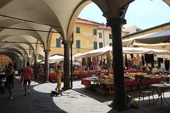 Piazza Vettovaglie (jlucver) Tags: italia pisa tuscany toscana toscane italie pise
