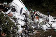 السلطات الكولومبية: خطأ بشري وراء تحطم طائرة الفريق البرازيلي (ahmkbrcom) Tags: المطارات امريكا بوليفيا تحطمطائرة كولومبيا
