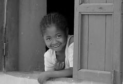 Sourire1 (mars-chri) Tags: fenêtre regard échange sourire madagascar ileauxnattes fabuleuse