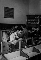 Milano - 1972 (giorgio-pix) Tags: analogico film35mm minoltasrt101 street