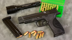JAB5386 (Joseph Berger Photos) Tags: 9mm gun mp mp9proseries pistol sw smithwessonproseries streamlight streamlightprotachl3 firearms
