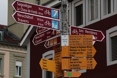 Wegweiser Fleurier ( NE - 741 m - Standorttafel Neuenburger Wanderwege ) bei Fleurier im Kanton Neuenburg - Neuchâtel der Schweiz (chrchr_75) Tags: hurni christoph chriguhurnibluemailch februar 2017 februar2017 standorttafel neuenburger wanderwege wanderweg wandern hiking wegweiser kantonneuenburg kantonneuchâtel albumwegweiserstandorttafelkantonneuenburg