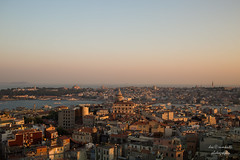 Istanbul (Axel Ku.) Tags: sunset vacation travelling 35mm turkey asia europe cityscape sonnenuntergang istanbul reise abendstimmung f20 primelens canonef35mmf20 canoneos5dmarkiii