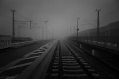 Visual Range (clé manuel) Tags: fog mist nebel gleis bahnhof zug train rail rails track station winter december dezember lines linien fluchtpunkt stripes alignment point misty foggy bw black white