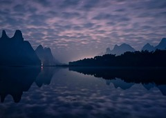 往事沉浮 (Anna Kwa) Tags: dawn liriver 漓江 karstmountains yangshuo 阳朔县 clouds reflections guilin guangxi southwest china annakwa nikon d750 afszoomnikko1424mmf28ged my 往事 memories 沉 sink 浮 float 爱 love always seeing heart soul throughmylens longexposure 30s darkness faith blind travel world 迷霧 themist alin 星星 stars