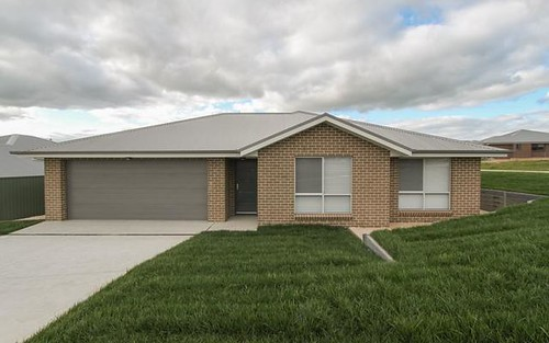 Dwelling 2/11 Barr Street, Bathurst NSW 2795