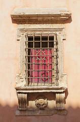 El lento avance de la sombra (Lady Smirnoff) Tags: sombra shadow ventana window