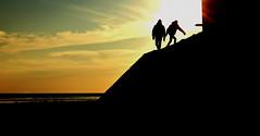 Ceux qui s'élevent quand la nuit tombe (Marty Gazio) Tags: noirmoutier france couleurs ciel nuit silouettes ombres nature mer plage noir