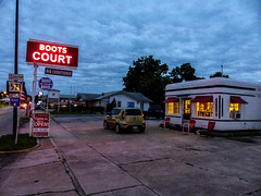 Boots Court - A Radio In Every Room (J Wells S) Tags: route66 nightshot motel missouri carthage themotherroad bootscourt