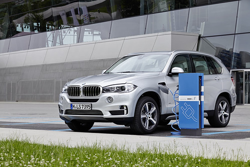 "BMW X5 PHEV <a style=""margin-left:10px; font-size:0.8em;"" href=""http://www.flickr.com/photos/128385163@N04/19105984952/"" target=""_blank"">@flickr</a>"