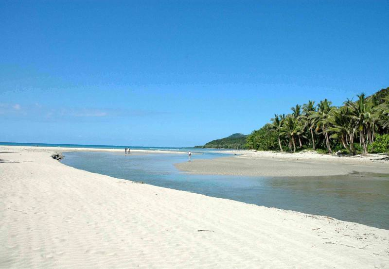 Casapsapan-Beach-in-Aurora