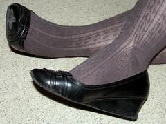001 (AC1914) Tags: feet shoe shoes tights wedges greytights ribbedtights blackwedges