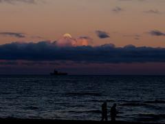 Moonrise at the Baltic Sea (Ostseetroll) Tags: deu deutschland geo:lat=5405140220 geo:lon=1075312614 geotagged haffkrug scharbeutz schleswigholstein ostsee balticsea mondaufgang moonrise