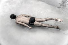 Sink me. (Paco Baeza) Tags: sink swimming nadando alberca pool water agua boy nikon nikonofficials natgeo nikontop natgeotravel nategeomx bbctravel bbc lonelyplanet lonelyplanettraveller travelchannel travelandleisure