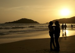 Lovers Sunset (Joe Makepeace) Tags: sunset sea india beach golden romance romantic