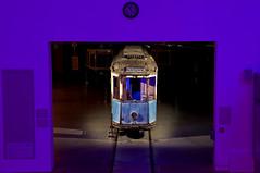 Galerieblick vom Eingangsbereich in die Fahrzeughalle auf den Wanderbüchereiwagen (Frederik Buchleitner) Tags: museum munich münchen tram 24 streetcar präsentation bücherei ramersdorf mvg trambahn fmtm wanderbücherei strasenbahn mvgmuseum wb13 wb16 freundedesmünchnertrambahnmuseums
