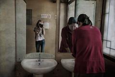 Mujeres (pimontes) Tags: autoretrato mujeres hss lavabos pekín pimontes