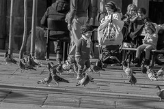 Gente en sitios (mantaypeli) Tags: gente bw bn sitios places people lifestyle pontevedra galicia spain street beach playa calles plazas