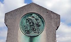 Cimetiere du Montparnasse (E11y) Tags: ecr paris cemetery graves montparnasse burials medallion