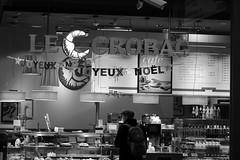 Le Crobac Happy New Year (theflyingtoaster14) Tags: wien vienna hauptbahnhof railway station architecture architektur glas glass bw schwarzweiss sony rx10 night abend le crobac cafe kaffehaus france