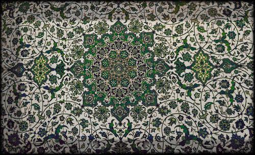 """Alfombras, espacios íntimos que simbolizan templos, árboles de la vida y el conocimiento, astros y paradisos. • <a style=""""font-size:0.8em;"""" href=""""http://www.flickr.com/photos/30735181@N00/32569480916/"""" target=""""_blank"""">View on Flickr</a>"""