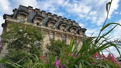 Hôtel mercure Château Perrache (freddylyon69) Tags: flowers blue sky station train fleurs hotel lyon perrache mercure