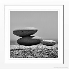 Stones (PAUL Y-D) Tags: beesands naturereserve sea stones mono frame border olympuse30