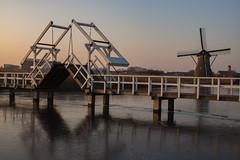 Kinderdijk (Pieter Mooij) Tags: kinderdijk zuidholland nederland nl alblasserwaard leicam240 aposummicronm50mm bruggetje bridge windmills windmill windmolen windmolens molen molens ijspret natuurijs