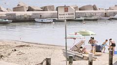 stessa spiaggia, stesso mare (Angelo Trapani) Tags: mare palermo bagno spiaggia divieto inquinamento bagnanti trasgressione