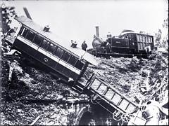 Coal Mine bend derailment, Tasmanian Main Line Railway,  [n.d.] (UON Library,University of Newcastle, Australia) Tags: tasmania locomotives steamengines australianrailways railroadsaustraliahistory arhsbox561505 australianrailwaycrashes railwaydisasters tasmanianmainlinerailway