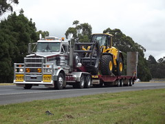 Patlin Transport Kenworth T658, with Wide, Heavy Load, a Volvo front loader, at Moe, Vic, Aust, 2012 (MurrayJoe) Tags: road tractor creek truck volvo highway transport wide australia victoria machinery freeway moe heavy 2012 frontloader kenworth newborough primemover narracan t658 patlin overdimensional gunnsgully