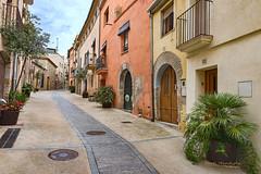 Callejuela 3 (Txantxiku) Tags: cataluña perelada altoampurdan ciudades viajes