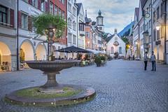 Marktgasse (Anvica) Tags: austria feldkirch plaza square gente people anochecer edificios buildings fuji