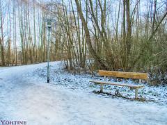 warten auf den Frühling (Yohtine) Tags: mäurach eutingen ufer enz pforzheim bank lampe schnee eis snwo ice light