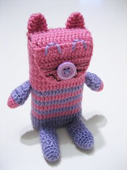 cellphone purse 001 (ccyytt) Tags: cat cozy purple crochet cellphone purse amigurumi