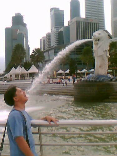 Drinking from the Singapore Merlion 7