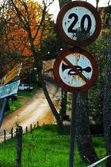 vietato strombazzare (joepomata) Tags: road wood trip travel italy sign forest strada italia campagna roadsign cartello signboard viaggi strade viaggio stradale cartelli segnali payitforward irpino stradali ariano sonydscr1