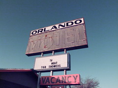 Orlando Motel (Curtis Gregory Perry) Tags: old light arizona signs classic luz glass sign night vintage licht tv orlando route66 colorful neon glow bright antique lumire tube tubes motel az ne retro tub heat signage glowing showers dying vacancy luce muestra important signe sinal neons  zeichen  non segno      teken      glowed peachsprings    neonic
