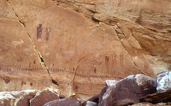 Great Gallery (bclee) Tags: utah horseshoecanyon greatgallery rockart pictograph barriercanyonstyle nikoncoolscanived