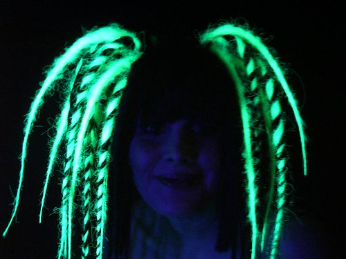 Cheveux UV ? 139911159_c4a5f159be
