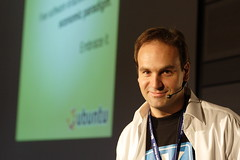 Linuxtag 2006 / Mark Shuttleworth 4 (Stopped.) Tags: public 350d lenstagged wiesbaden mark 2006 creativecommons linux canon50f18 shuttleworth ubuntu linuxtag markshuttleworth ccby linuxtag2006