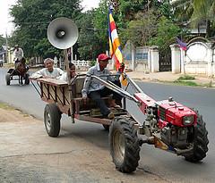 Hand Tractor 590 (SeekPics) Tags: tractor lumix fz20 asia cambodia southeastasia transport 2006 panasonic pony agriculture developingworld seekpics kompongchhnang handtractor