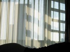 (hn.) Tags: copyright window silhouette thailand asia asien heiconeumeyer muy seasia soasien southeastasia sdostasien body bangkok room curtain asie hip contour hotelroom vorhang copyrighted hfte hotelzimmer umris umriss umrisse