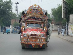 Decorated Buses in Pakistan (imranthetrekker , Bien venu au Pakistan) Tags: travel pakistan tourism trekking adventure peshawar imranthetrekker imranschah northpakistan peshawarcity decoratedbuses trekkinginpakistan picturesofpakistan