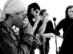 This is Soul (Qenk) Tags: soul musician girl black white bw group grupo cantante singer glasses jean negra afroamericana musica music musicos parade b microfono micro microfone moments momentos concert concierto live en vivo directo foto photo exc1 exc2 buena1 exc3 bn espaol exc4 exc5 exc6